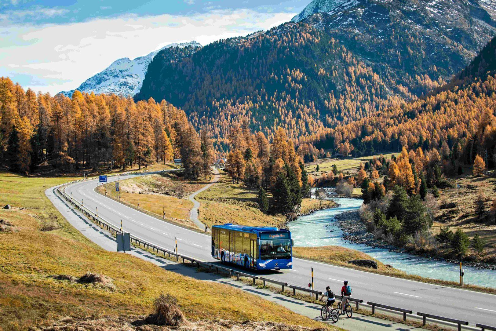 Engadin Bus im Herbst